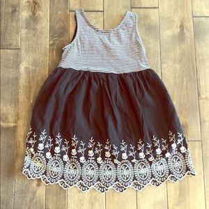 Gap Dress w Beautiful Embroidery
